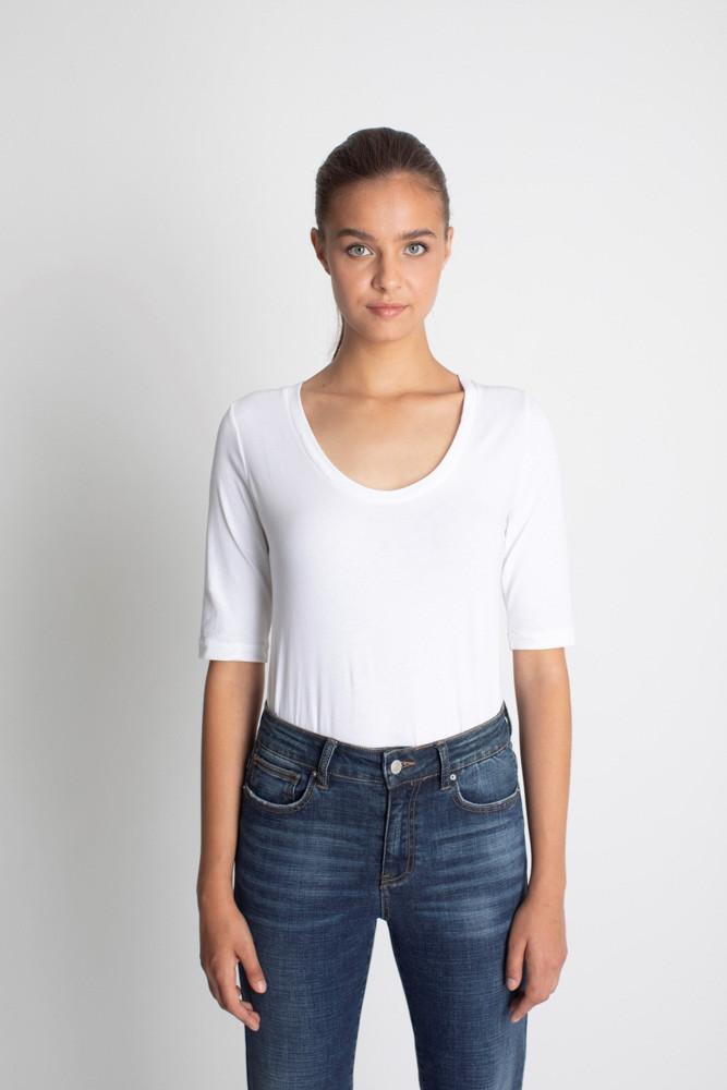 תמונה של חולצת TOVIT לבנה